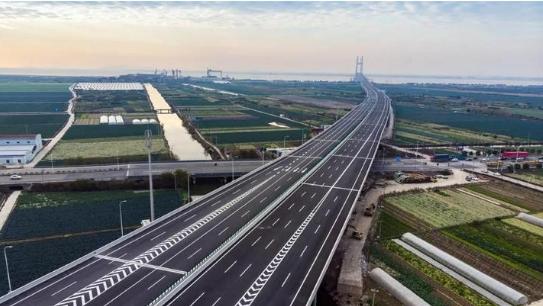 图为:浙江台州沿海高速公路风光。台州市委宣传部提供