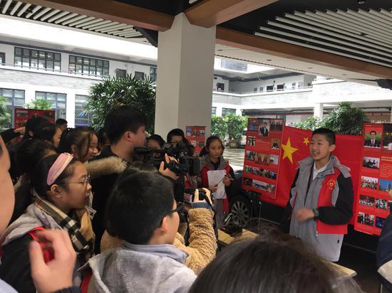 """""""少年郎""""们以庆祝改革开放40周年为主题传播中国改革开放40年的历程。鹿城区委宣传部供图"""