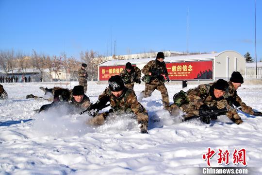 """新疆阿勒泰某边防团迎来了2019年度第一届""""精武杯""""比武竞赛。肖国涛 摄"""