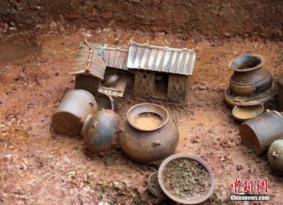 广西贵港城区发现西汉至明清时期古墓葬百余座