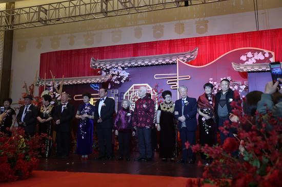 活动现场30对老人夫妇补办婚礼  杨洋 摄