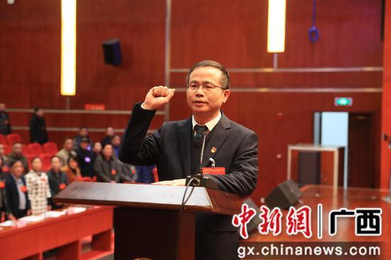陈国斌补选为鹿寨县人大常委会主任。