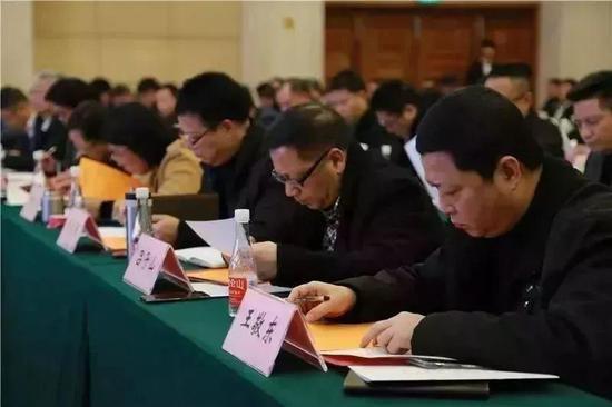 评审组打分 。 温州市纪委供图