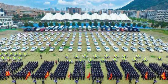 """图为:浙江台州发出创建""""无盗抢城市""""全民大行动倡议。 台州公安供图"""