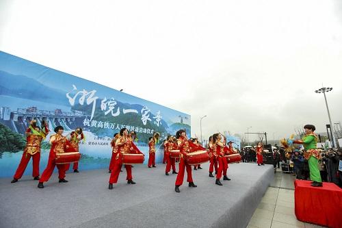 图为浙皖一家亲杭黄高铁万人高铁互游活动启动仪式现场 主办方供图