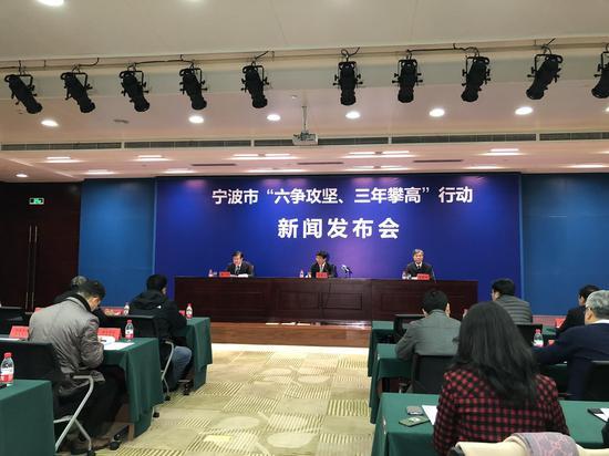 中新网浙江新闻1月15日电(记者 林波)蓝天白云,青山绿水,如今走在