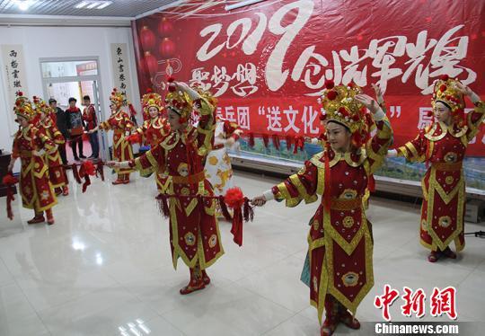 """新疆兵团开展迎新春""""送文化下基层""""慰问演出活动"""