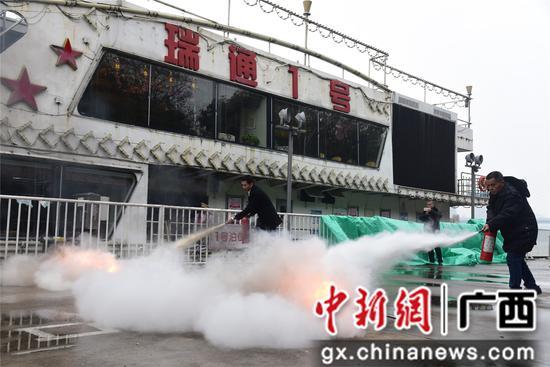 广西柳州开展春运水上交通安全演练