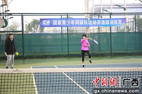运动员在训练。朱柳融 摄