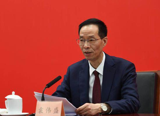 浙江省政协办公厅副主任袁伟盛作介绍。 王刚 摄
