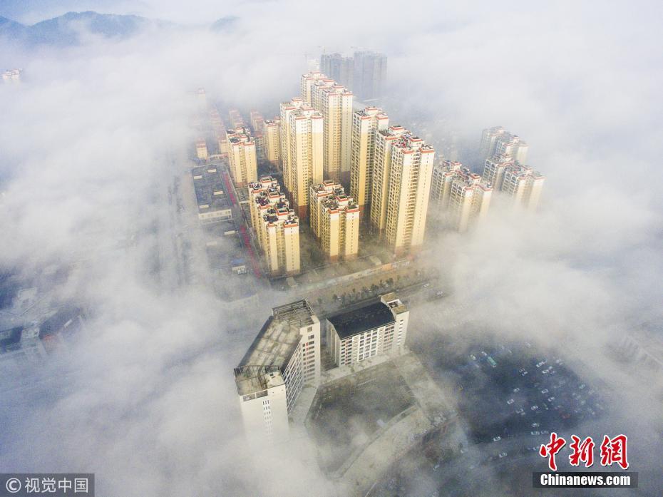 桂林现平流雾景观 云雾缭绕宛如仙境