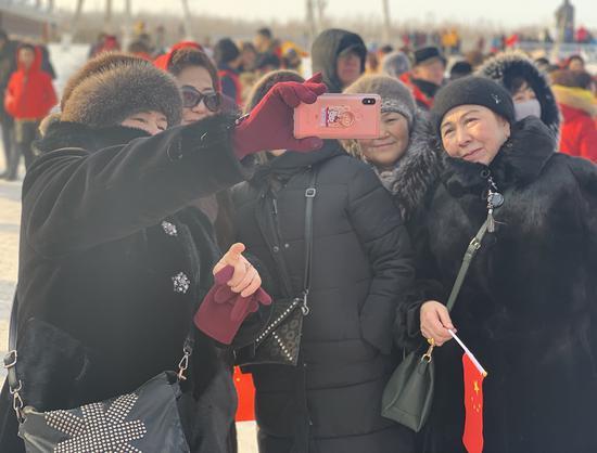 """""""童话边城""""布尔津举办第三届雾凇节"""
