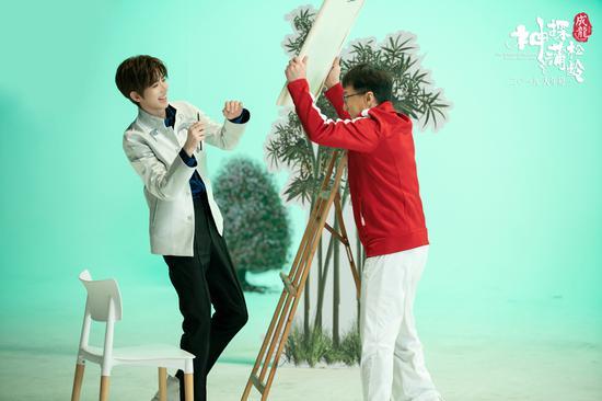 图为:贺岁主题曲《一起笑出来》MV。 片方供图