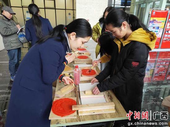 桂林儿童博物馆体验非物质文化遗产版画制作