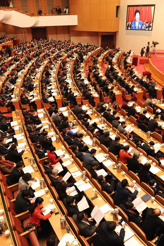 图为:浙江省政协十二届二次会议在省人民大会堂开幕。  张茵 摄