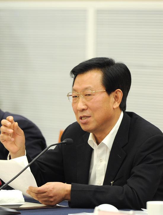 图为:浙江省人大常委会副主任王辉忠正在发言。  张茵 摄