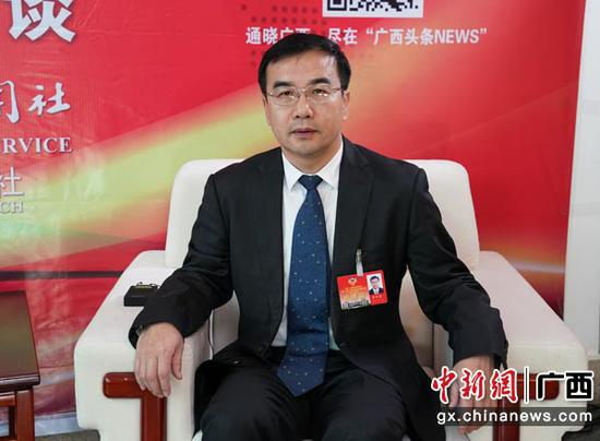 1月29日,李万春接受中新社专访。陈冠言  摄