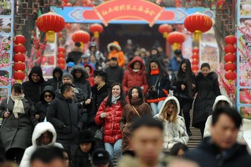 第六届天山南北贺新春非遗年俗展开幕