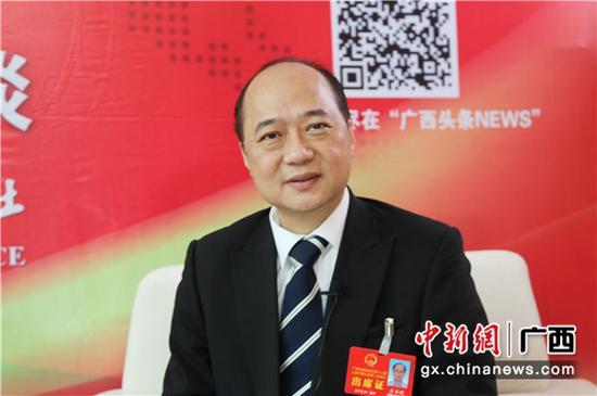 1月30日,广西人大代表、广西卫生健康委党组书记 主任廖品琥接受中新社专访。 中新社记者 杨志雄 摄
