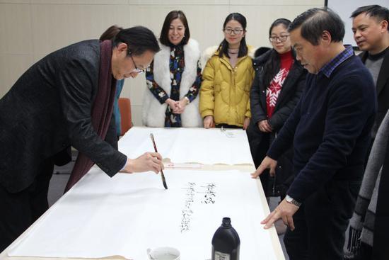 袁振国教授为浙江师范大学附属杭州笕文实验学校题字。  由校方供图