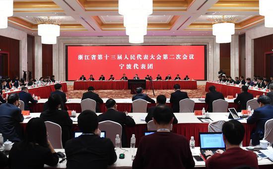 图为:宁波市代表团举行全体会议。 王刚 摄