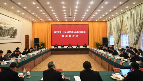图为:舟山市代表团举行全体会议。 王刚 摄