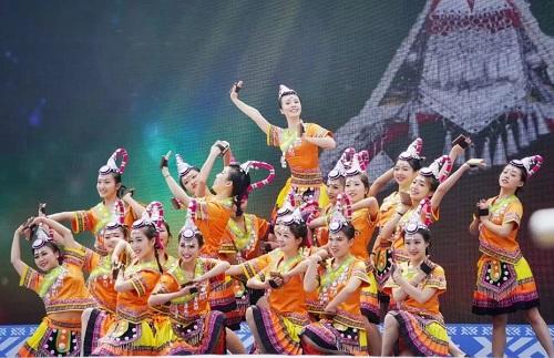 图为东西岩景区畲族歌舞表演 。 主办方供图