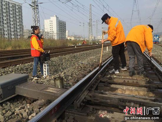 88必娱乐手机网版铁路南宁电务段开展春运期间设备检查工作