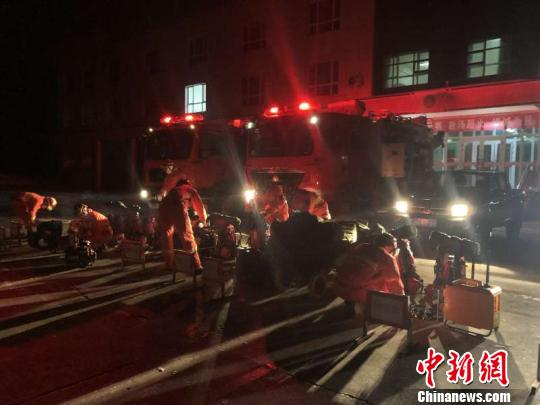 新疆塔城发生5.2级地震 救援力量抵达震中展开排查
