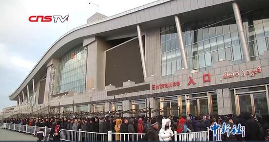 """中哈跨境购物中心""""洋年货""""走俏 日出入境1.6万人次"""