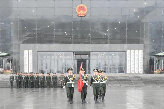 以升旗仪式致敬新年。吴辉 摄