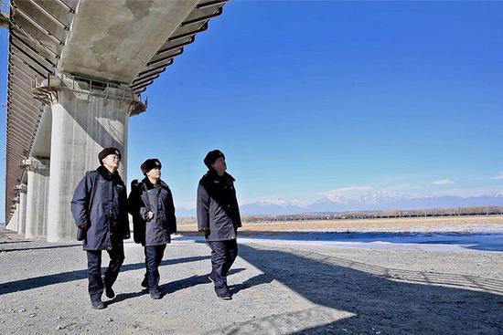 达坂城铁警高铁巡线视频全保安雏鸣图片
