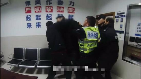 王宇殴打民警  长兴警方提供