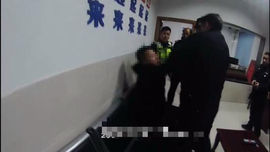 王宇谩骂民警  长兴警方提供