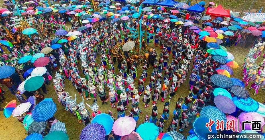 广西融水传统坡会闹新春