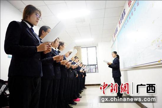 """探访柳州南站""""大脑""""护士"""
