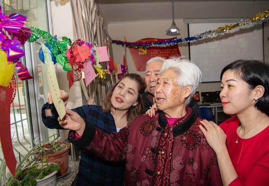 乌市前进西路社区同社区居民开展元宵节联谊活动