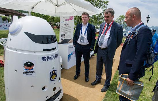 图为在余姚举行的中国机器人峰会现场。何蒋勇 摄