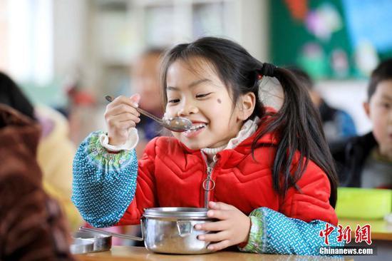 广西柳州免费午餐惠及近千所学校