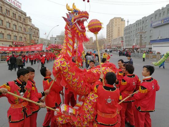 """新疆南部县域红红火火""""闹""""元宵"""