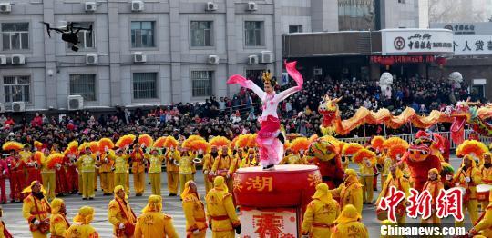 新疆昌吉市2019年元宵节民间社火表演赛开赛