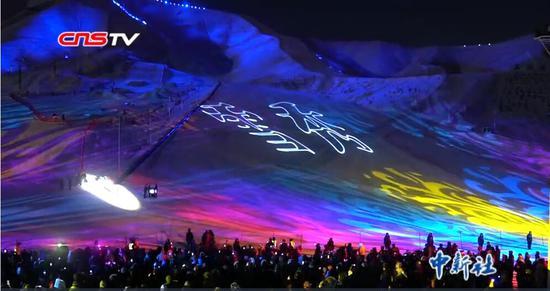 国内首台冰雪光影秀现身新疆阿勒泰