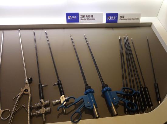 某医疗器械公司的两种产品:双极电凝钳和电凝。浙江省药品监督管理局提供