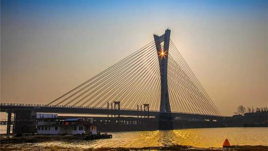 图为:合肥环巢湖旅游观光大道杭埠河大桥工程。  王亦明 张倩 摄