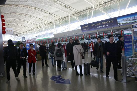 图为宁波机场候机厅。  黄跃光 摄