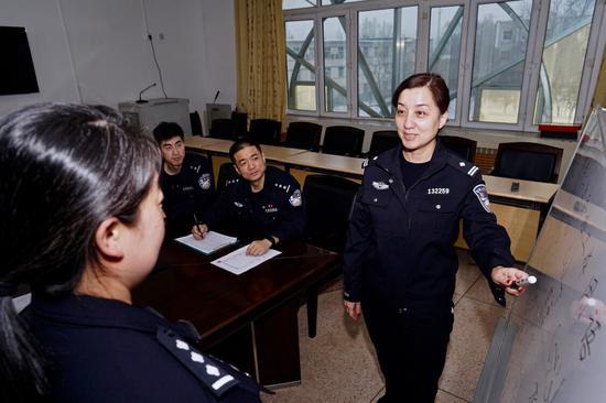 """乌铁局针对民警""""二次安检""""工作用语进行培训"""