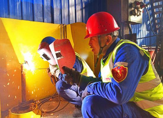 天业电石产业天能电石开展职工焊接比赛活动。