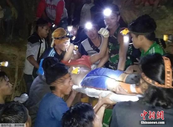印尼一金矿发生山体滑坡数十人被埋 已致6人死亡