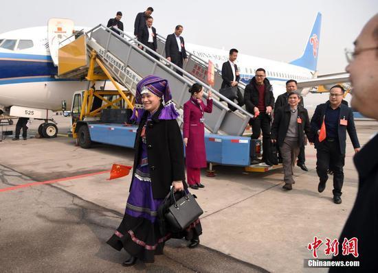 广西代表团抵京