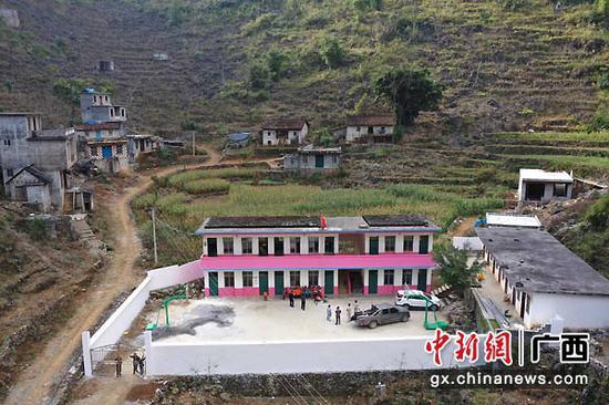 图为中国大唐集团资助完善大化县板兰村弄英小学建设。